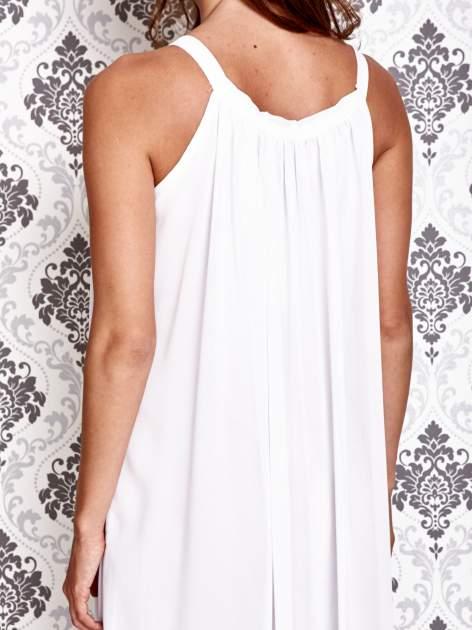 Biała sukienka maxi z wiązaniem przy dekolcie                                  zdj.                                  5