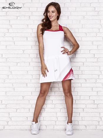Biała sukienka sportowa z czerwonymi wstawkami                                  zdj.                                  2