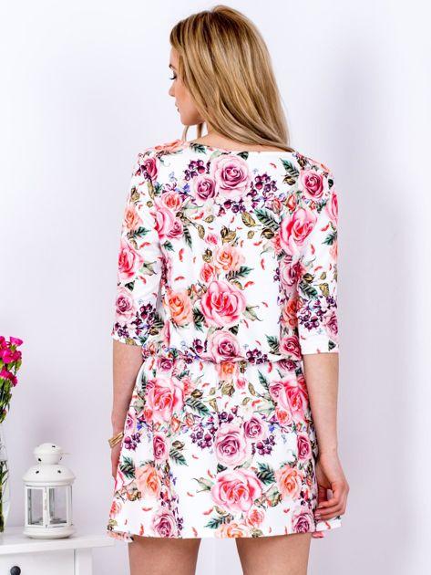 Biała sukienka w kolorowe kwiaty z gumką w pasie                              zdj.                              2