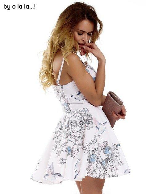 Biała sukienka w malarskie desenie BY O LA LA                              zdj.                              8