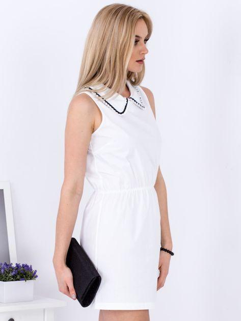 Biała sukienka z kołnierzykiem                               zdj.                              3
