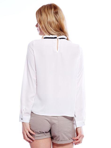 Biała szyfonowa bluzka z wiązaniem i perełkami                              zdj.                              2