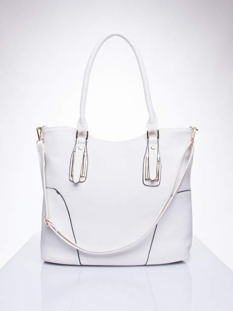 Biała torba shopper bag ze złotymi okuciami przy rączkach