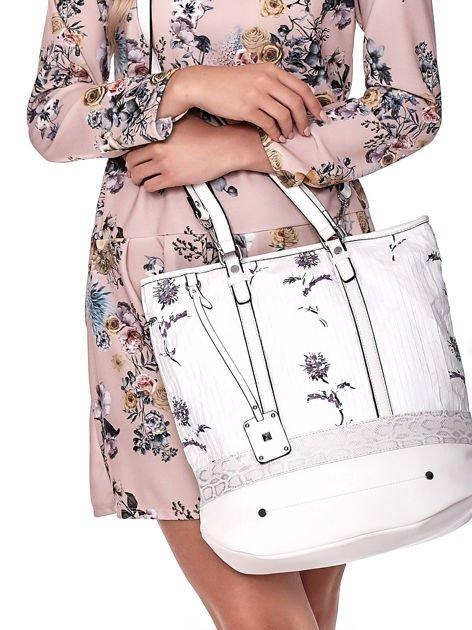 Biała torba w kwiaty ze wstawką crocodile skin                              zdj.                              6