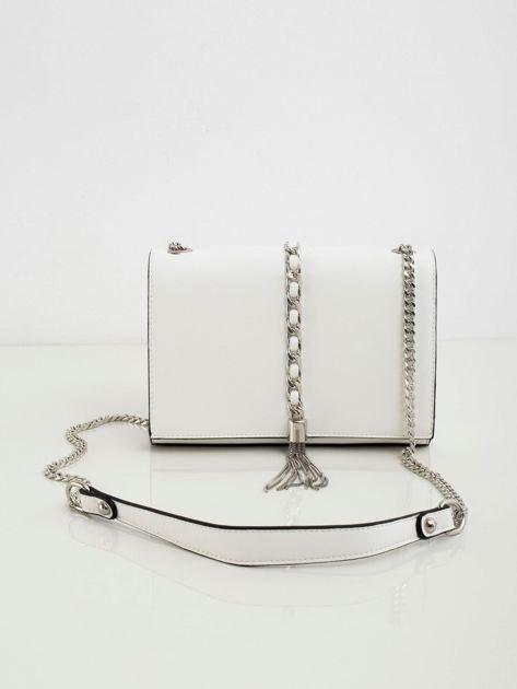 Biała torebka na łańcuszku