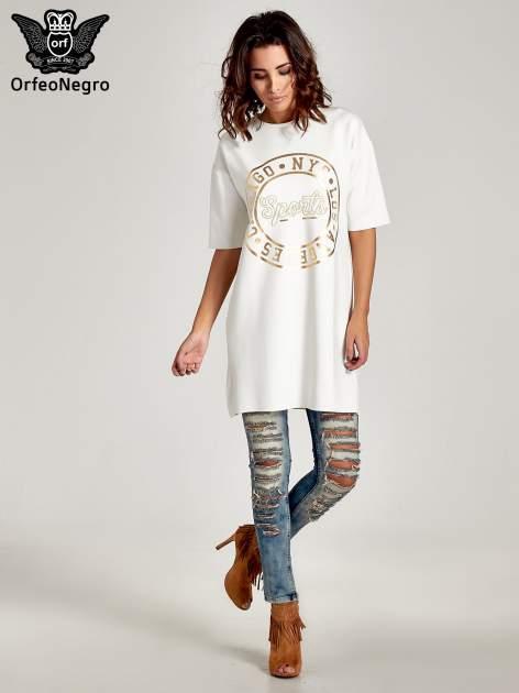 Biała tunika ze złotym printem w stylu sportowym                                  zdj.                                  2