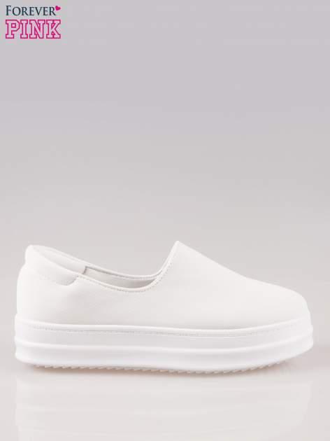 Białe buty slip on na wysokiej podeszwie                                  zdj.                                  1
