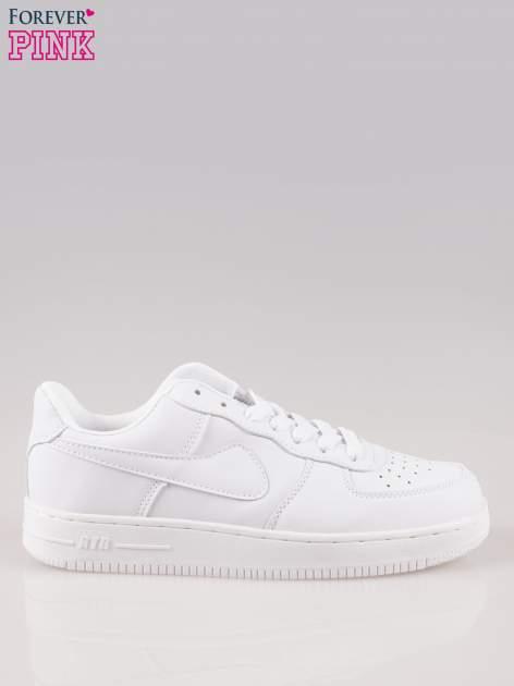 Białe buty sportowe na grubej podeszwie