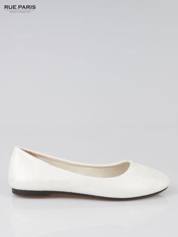 Białe buty z nadrukiem skóry węża