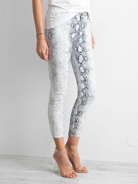 Białe jeansy skóra węża                              zdj.                              3