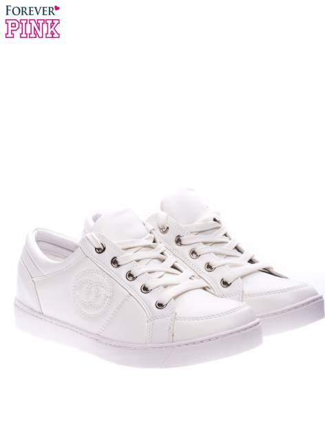 Białe klasyczne buty sportowe Showtime                                  zdj.                                  2