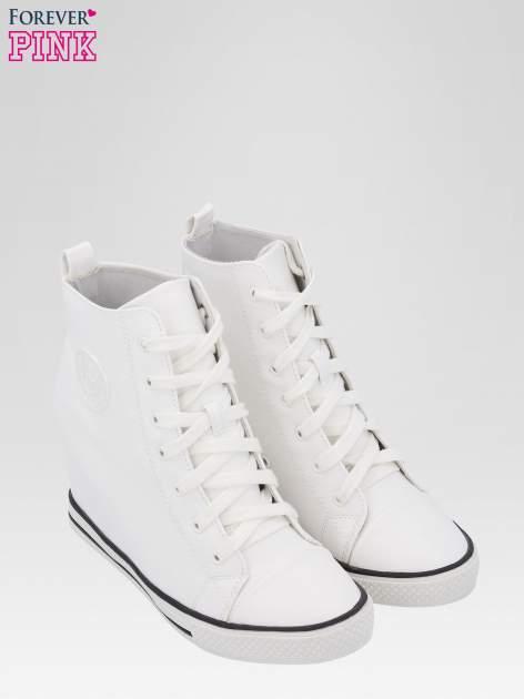 Białe klasyczne sneakersy damskie                                  zdj.                                  6