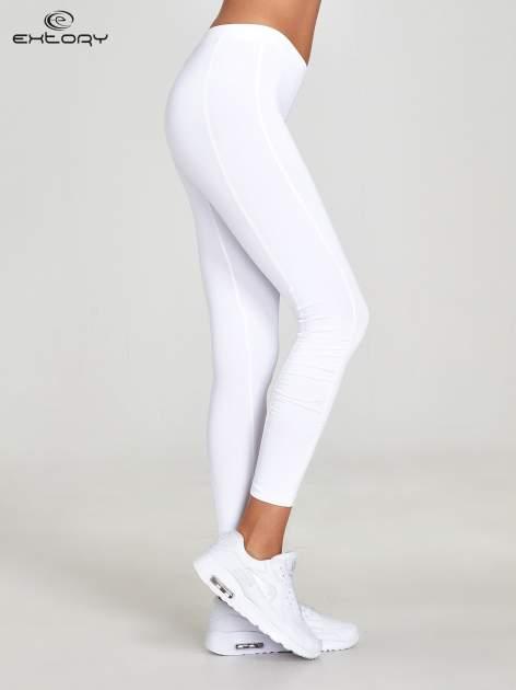 Białe legginsy sportowe termalne z drapowaniem                                  zdj.                                  2
