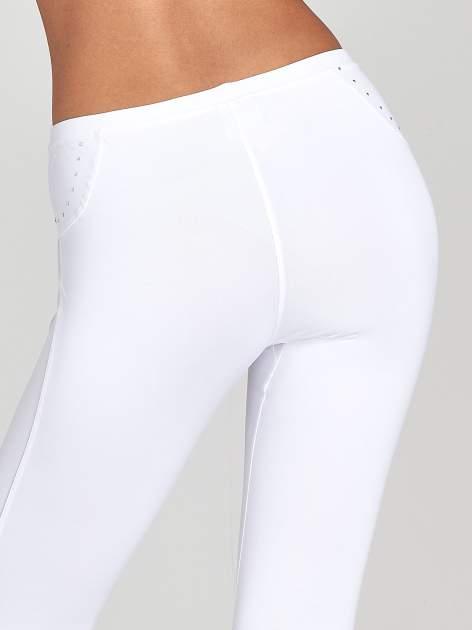 Białe legginsy sportowe termalne z dżetami i ściągaczem                                  zdj.                                  6