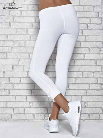 Białe legginsy sportowe termalne z patką z dżetów                                  zdj.                                  3