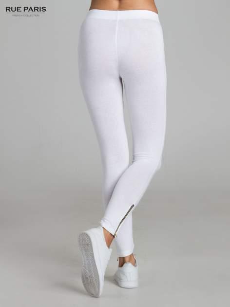 Białe legginsy ze złotym suwakiem na dole                                  zdj.                                  4
