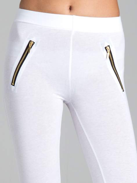 Białe legginsy ze złotymi zamkami                                  zdj.                                  5