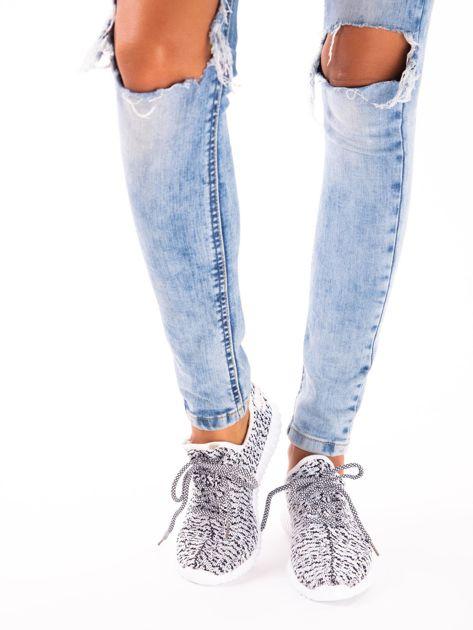 Białe marmurkowe buty sportowe pattern z tkaniny z uchwytem z tyłu                               zdj.                              1