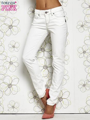 Białe materiałowe proste spodnie                                  zdj.                                  1