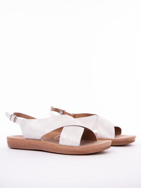 Białe sandały Mulanka z tłoczoną fakturą                               zdj.                              2