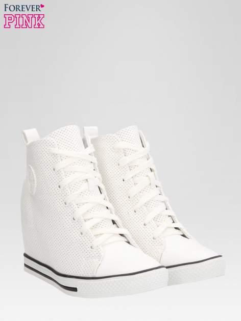 Białe sneakersy damskie z siateczką                                  zdj.                                  2