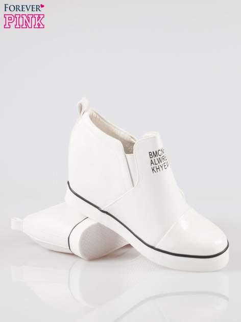Białe sneakersy trampki na koturnie z lakierowanym czubkiem                                  zdj.                                  4