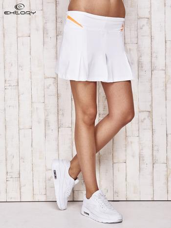 Białe spodenki spódniczka tenisowa z pomarańczowymi wstawkami                                  zdj.                                  1