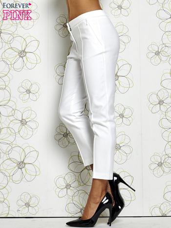 Białe spodnie cygaretki z wszytymi kieszeniami                                  zdj.                                  3
