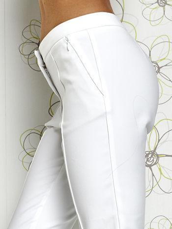 Białe spodnie cygaretki z wszytymi kieszeniami                                  zdj.                                  5