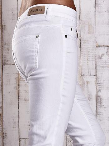 Białe spodnie jeansowe flared                                  zdj.                                  5