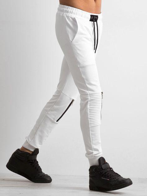 Białe spodnie męskie dresowe                              zdj.                              3