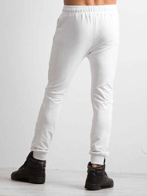 Białe spodnie męskie dresowe                              zdj.                              2