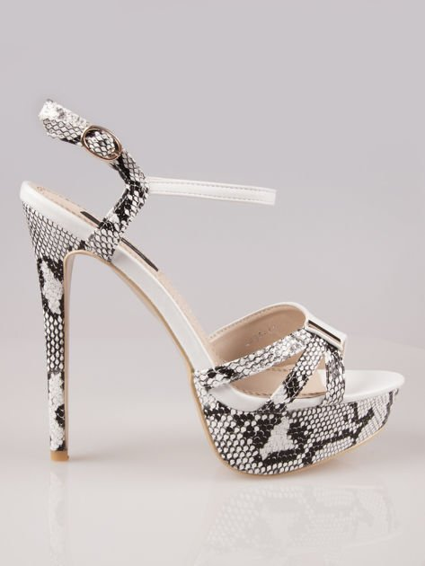 Białe wężowe sandały na szpilce zapinane na kostce