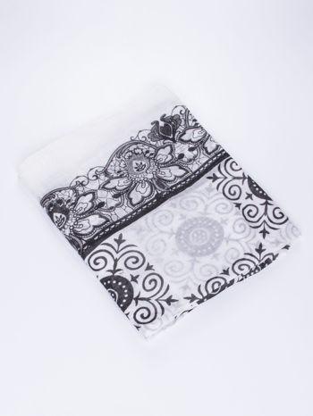 Biało-czarna chusta z dekoracyjnym ornamentem                                  zdj.                                  3
