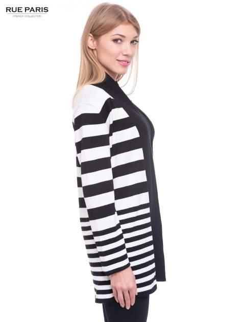 Biało-czarny pasiasty otwarty sweter kardigan z prążkowanym kołnierzem                                  zdj.                                  3