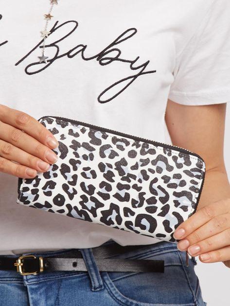 Biało-czarny portfel w panterkę
