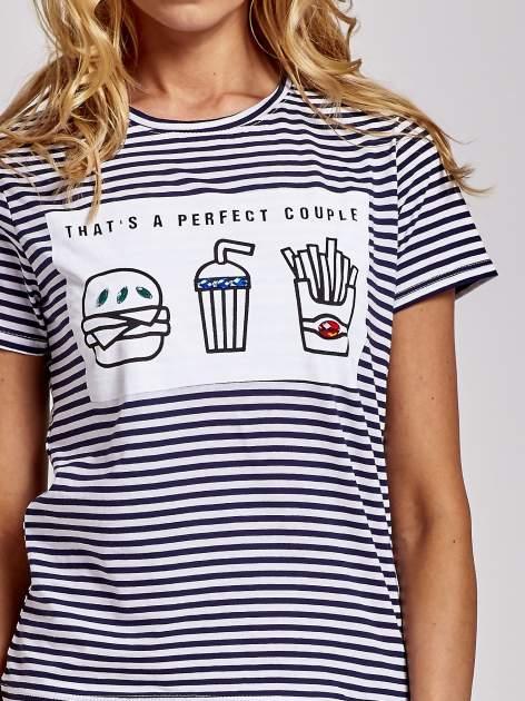 Biało-granatowy t-shirt w paski z motywem fast food                                  zdj.                                  5