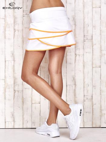 Biało-pomarańczowe spodenki spódniczka tenisowa z falbankami                                  zdj.                                  2