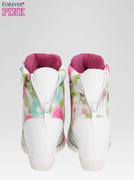 Biało-różowe sneakersy damskie z motywem floral                                  zdj.                                  3