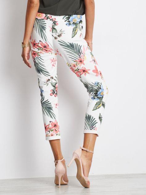 Biało-różowe spodnie Roses                              zdj.                              2