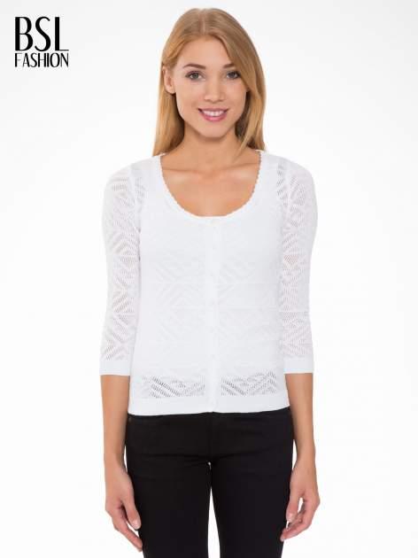 Biały ażurowy sweter kardigan na guziki                                  zdj.                                  1