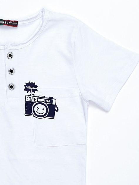Biały bawełniany t-shirt dziecięcy z nadrukiem aparatu                              zdj.                              3