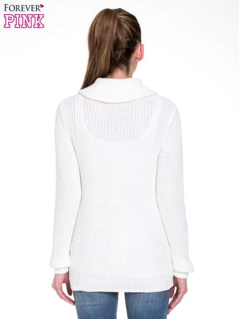 Biały ciepły sweter z golfowym kołnierzem                                  zdj.                                  4