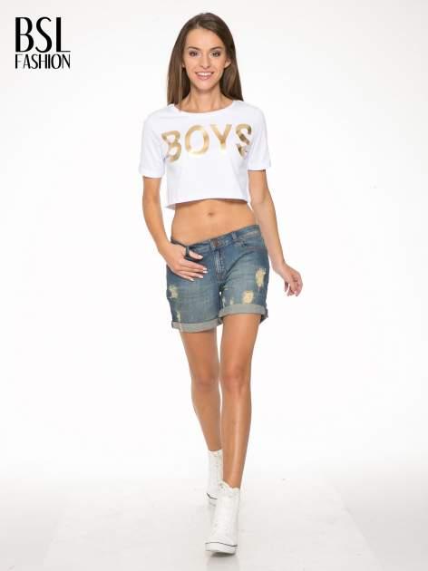 Biały cropped t-shirt ze złotym napisem BOYS                                  zdj.                                  5