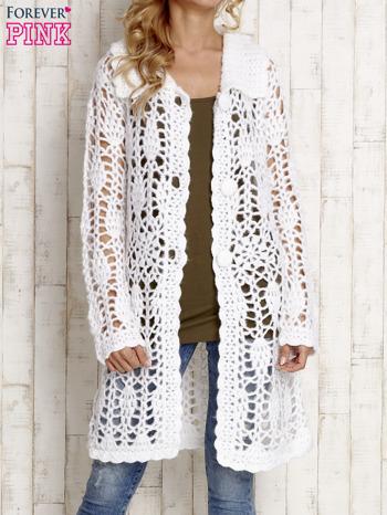 Biały długi sweter na guziki                                  zdj.                                  5