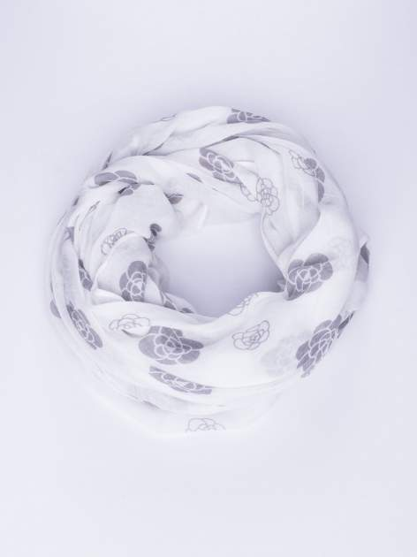 Biały lekki szal w kwiatki                                  zdj.                                  1