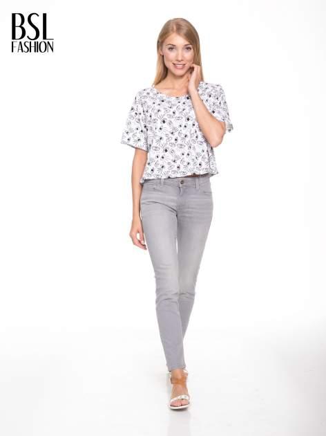 Biały luźny krótki t-shirt z kieszonką w nadruk oczu                                  zdj.                                  5