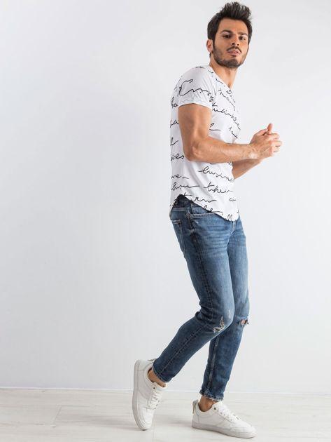 Biały męski t-shirt w napisy                              zdj.                              4