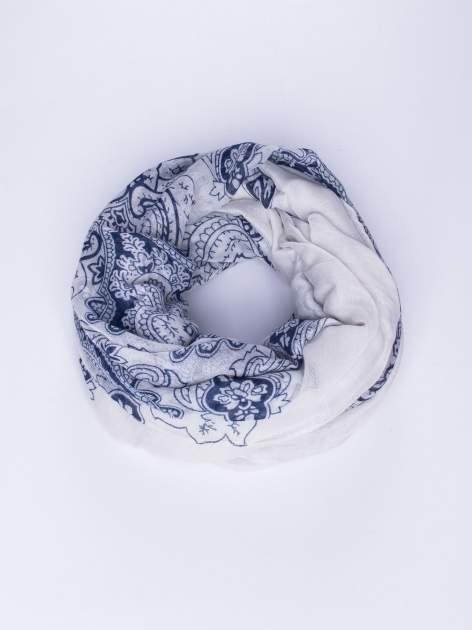 Biały orientalny szal we wzór paisley                                  zdj.                                  1
