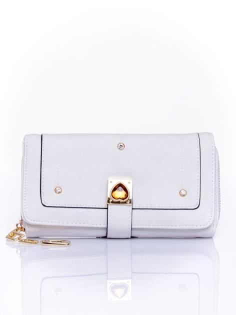 Biały portfel z dżetami i ozdobnym zapięciem                                  zdj.                                  1